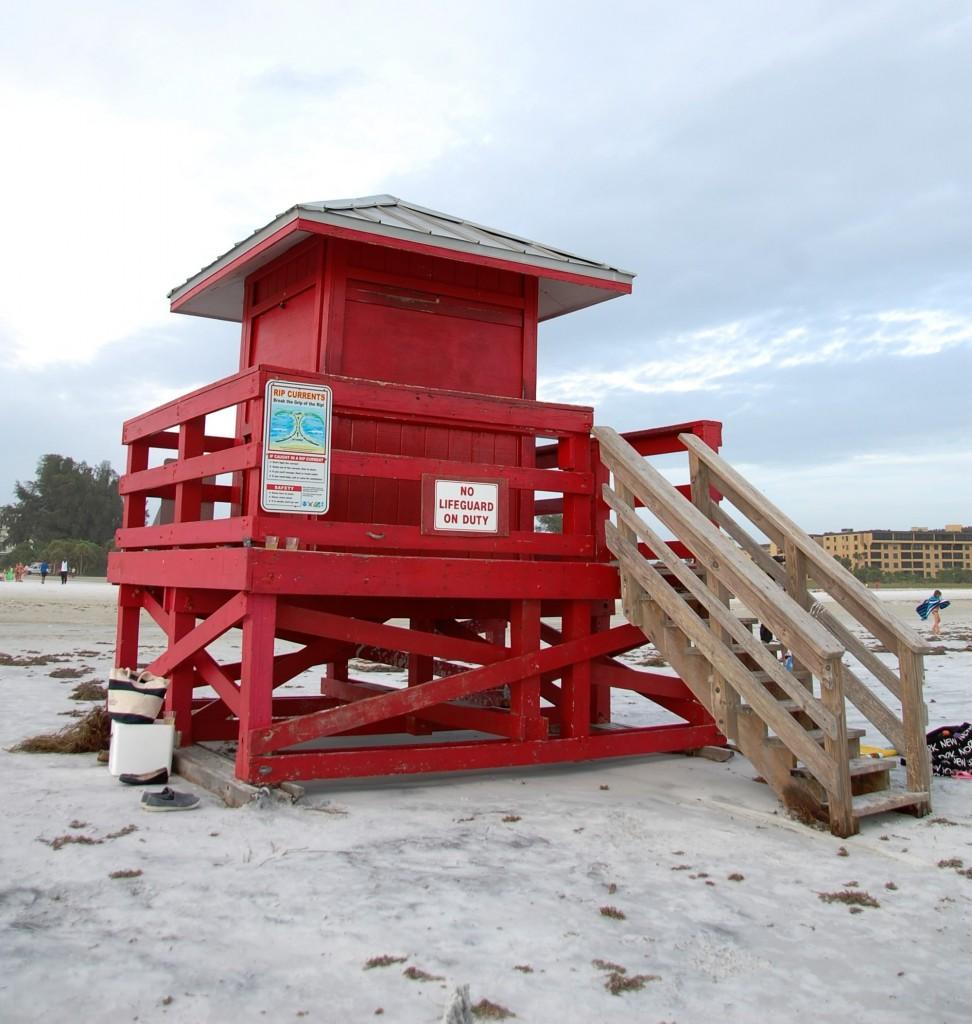 Die markanten bunten Lifeguard-Häuschen am Siesta Key Beach_Copyright Lisa Reinshagen